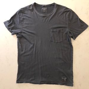 Abercrombie & Fitch Men's Pocket T-Shirt
